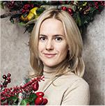 CHOOSING CHRISTMAS ORNAMENTS WITH ANNA SHEMURATOVA